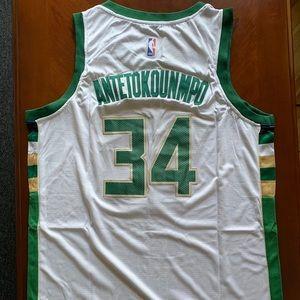 Giannis Antetokounmpo, Milwaukee Bucks Jersey